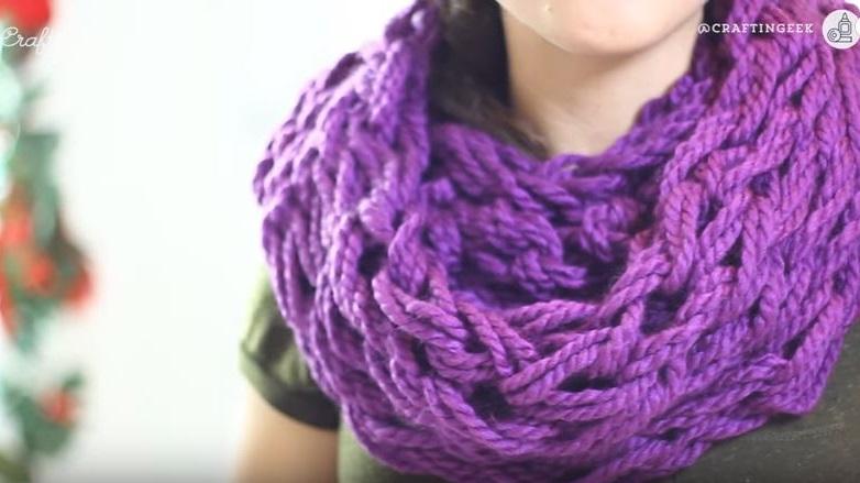 Como tejer una bufanda con los dedos ideas y tutorial - Como hacer una bufanda de lana gorda ...
